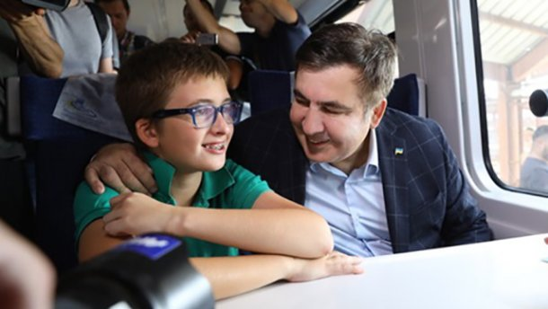 «Отдайте мне сына!»: В аэропорту «Борисполь» задержали 11-летнего сына Саакашвили
