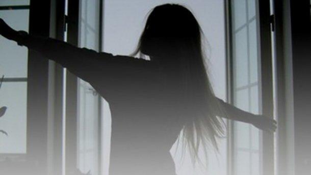 Травмы несовместимые с жизнью: После ссоры с матерью 14-летняя девушка выбросилась из окна