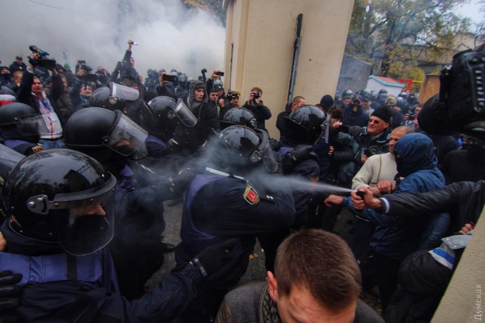 «Разбили голову шефу полиции»: Столкновения в Одессе набирают обороты