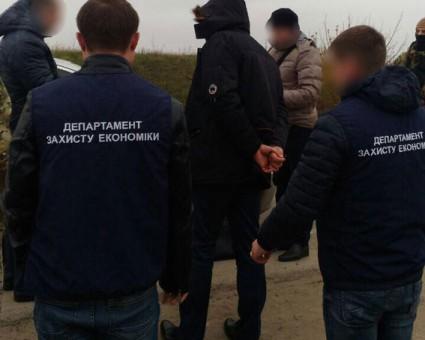 Поймали с поличным! Правоохранители задержали начальника отдела прокуратуры на взятке