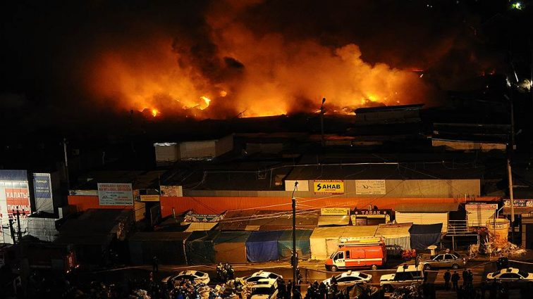 СРОЧНО! Во Львове горит один из крупнейших рынков