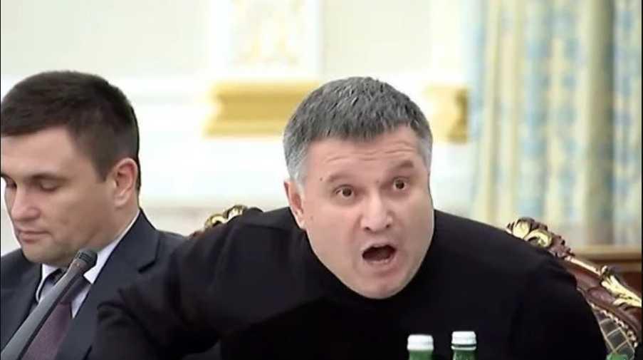«Этот мерзавец должен сидеть в тюрьме»: Украинцы «визвирились» на Авакова и требуют его отставки