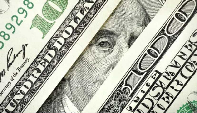 С праздниками украинцы! Курс доллара снова подрастет