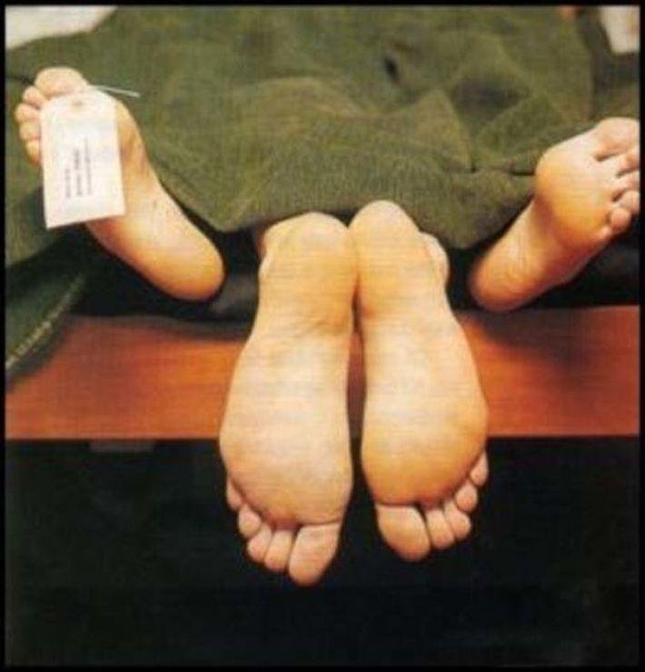 «Не смогла устоять и начала удовлетворять свои физические потребности»: работница морга забеременела от трупа