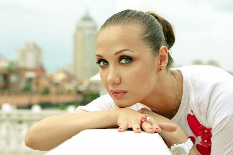 «Сейчас Женя учится есть…»: Мама Власовой сообщила о состоянии дочери