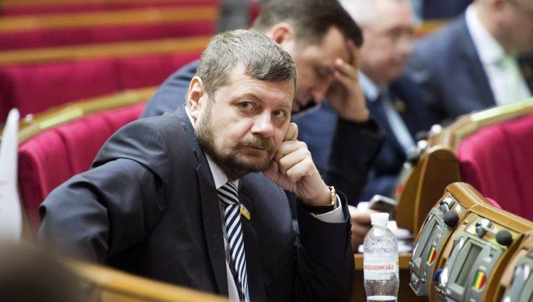«Рядом со мной женщина, бывший офицер…»: Мосийчук рассказал о своих стрелковых умениях