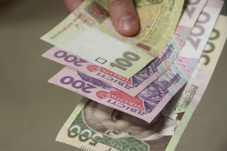 «От 600 грн за участие…»: Как украинцам предлагают заработать денег на новогодние праздники