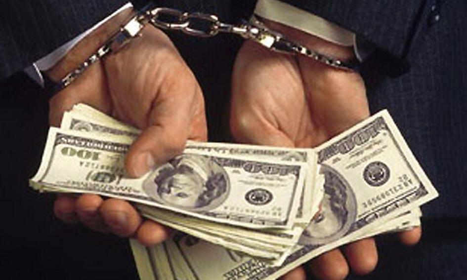 Требовал 2 тыс. долларов: На Киевщине начальника следственного отдела полиции поймали на взятке