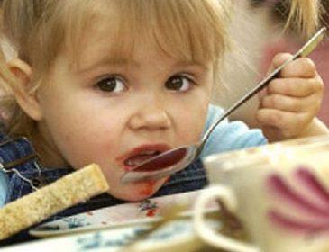 «Только один Господь Бог знает, что содержится в таких продуктах»: стало известно, чем кормят детей в школах и садиках