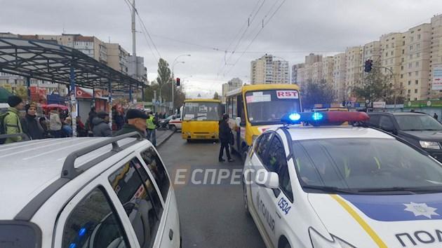 «Это была супружеская пара»: новые детали кровавого наезда маршрутки на людей в Киеве