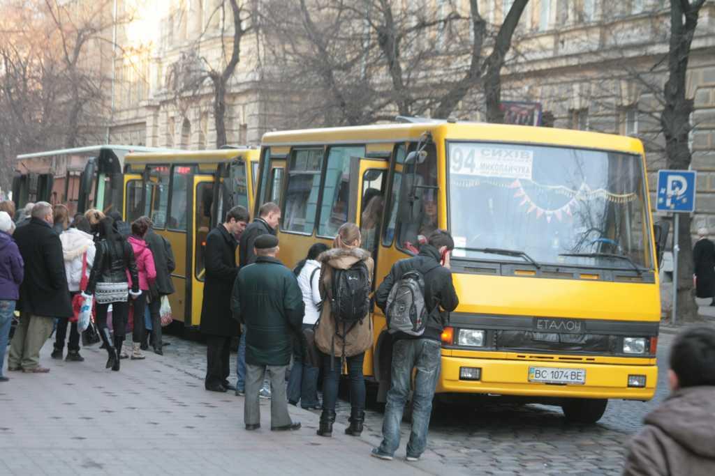 Во Львове в маршрутке умерла пенсионерка