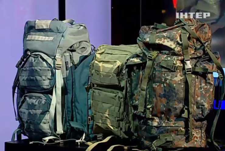 «Нажили на войне»: В Сети показали качество и надежность рюкзаков Авакова