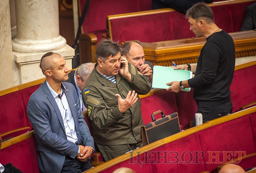 Фельдман пришел в Раду с новеньким iPhone Х, цена которого более 80 000 гривен