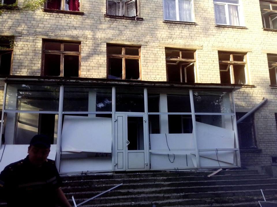 В Чернигове обстреляли школу, узнайте подробности