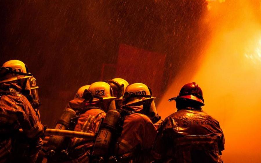 Обнаженная девушка в огне: у Порошенко вспыхнул пожар