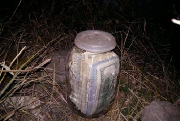 «Выкопал банку в которой находилось 20 тис. долларов…»: Теперь мужчине грозит тюрьма