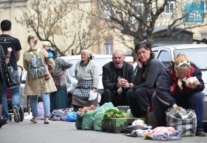«От хорошей жизни здесь стоим?»: Сети обсуждают «стихийные» украинские рынки