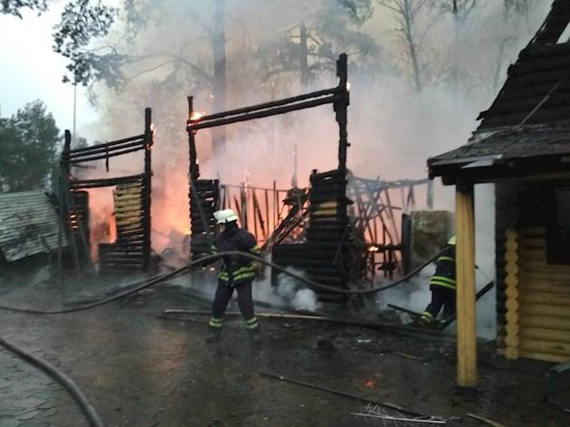 Осталось лишь пепелище !: Под Киевом сгорел известный ресторан (ВИДЕО)