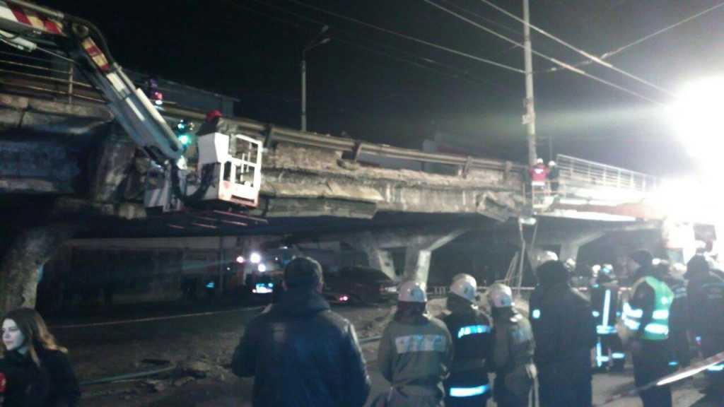 Еще одна трагедия! Появились первые кадры после обрушения моста, много пострадавших