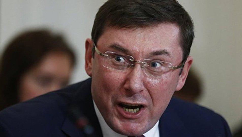 «Ну и морда. Наворовал больше, чем Янукович»: украинцев разозлил «автопробег» к дому Луценко