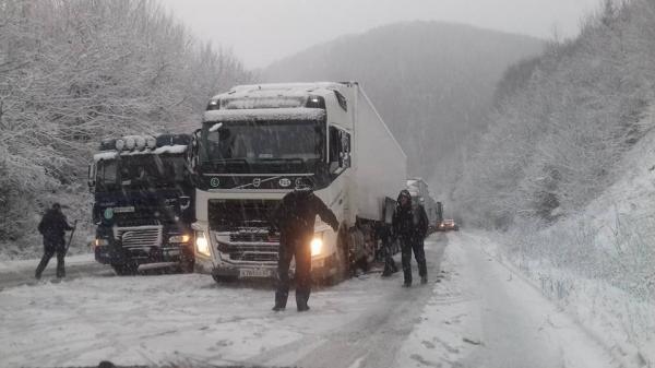 Погодный коллапс: на трассе «Одесса-Киев» образовалась пробка из 800 автомобилей