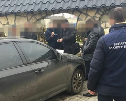 Попался на горячем: На Львовщине задержали мэра, который предлагал полицейским 2000 долларов