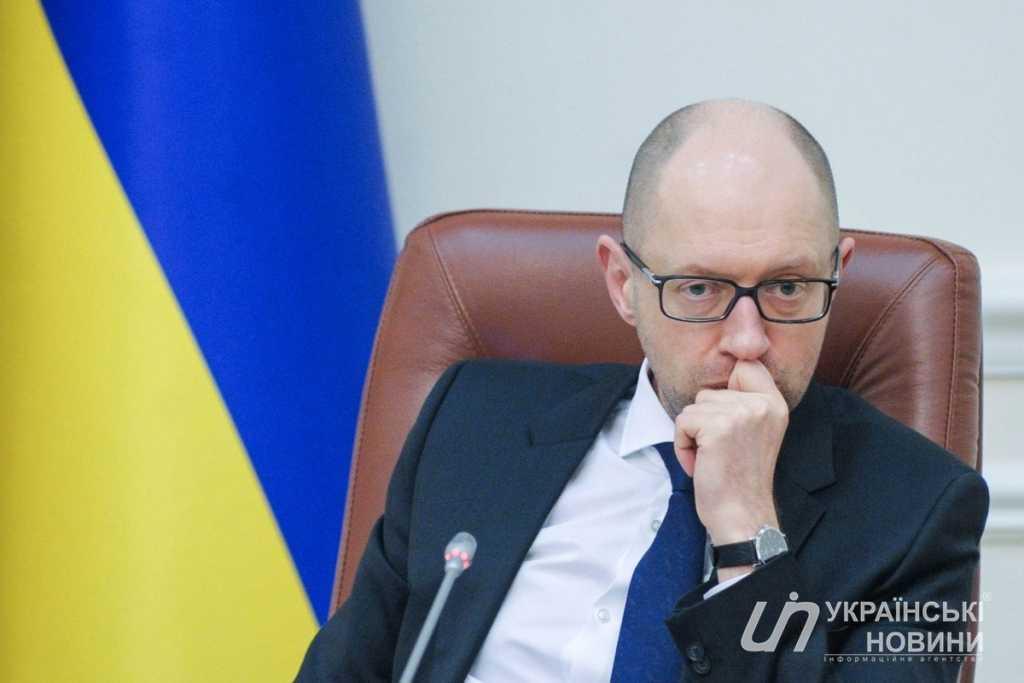Сам признался! Яценюк рассказал, что тяжелобольной во время суда по делу о госизмене Януковича