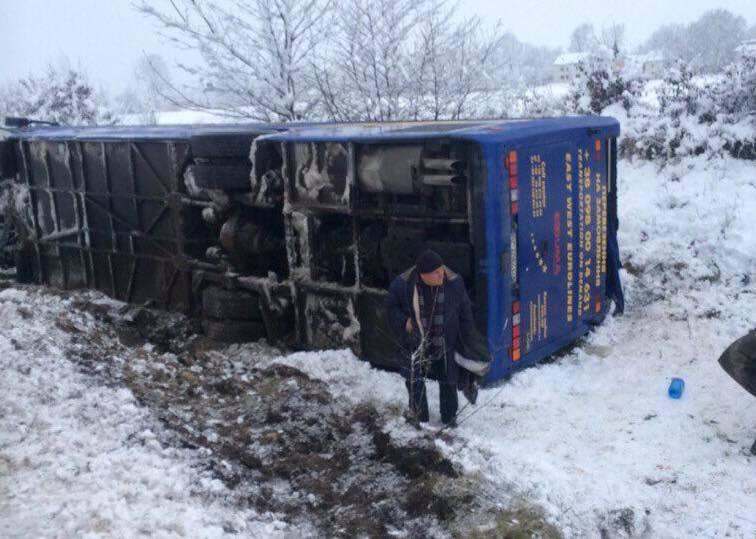 На Львовщине перевернулся микроавтобус, который вез пассажиров из Польши