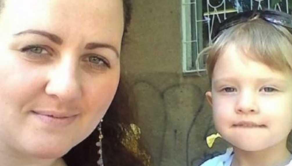«Он просто завтикав в телефон …»: На пешеходном переходе автомобиль сбил женщину с 3-летним ребенком