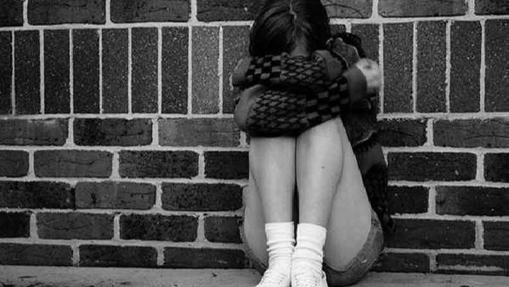 «Это благополучная семья …» В Ивано-Франковске родной отец около года насиловал 14-летнюю дочь