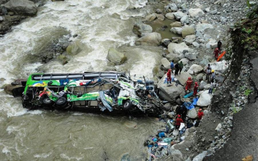 «Водитель автобуса пытался совершить обгон…»: более 30 человек погибли на месте в результате ДТП