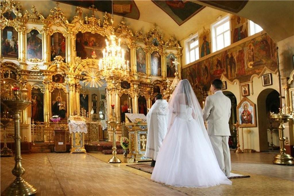«Это первый в современной церковной практике подобный документ»: Московские священники приняли новый церковный закон, теперь не все смогут повенчаться