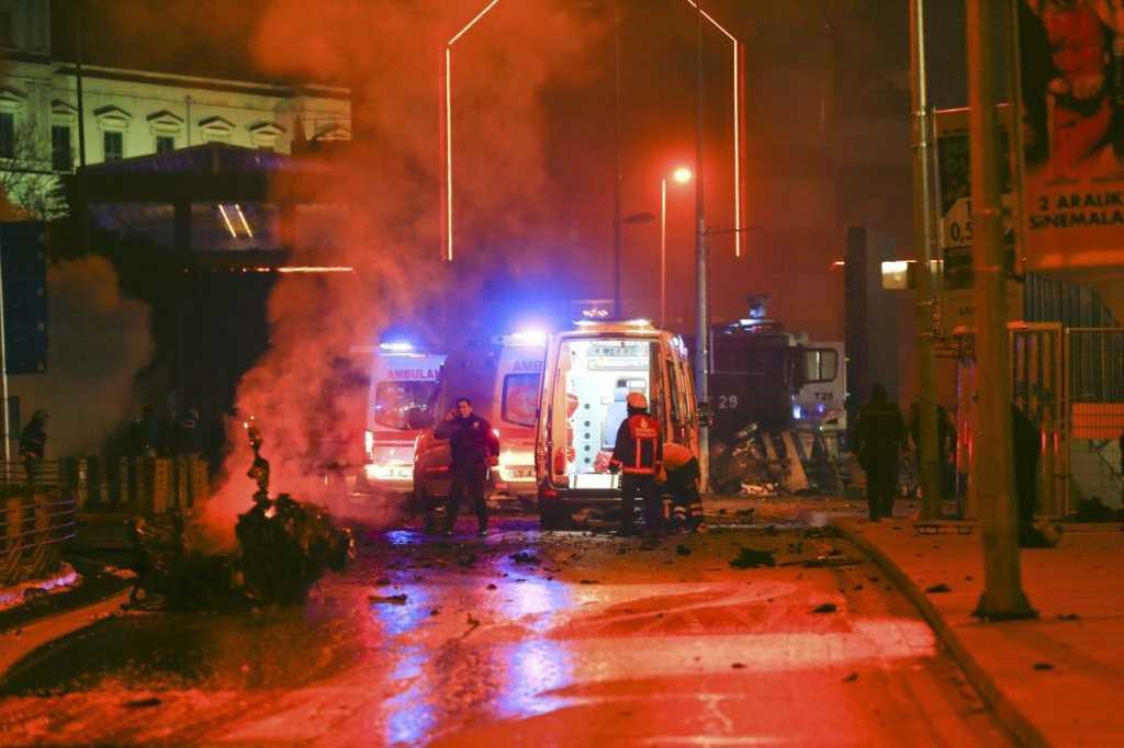 По меньшей мере четыре человека погибли, еще 16 были ранены: взрыв в церкви