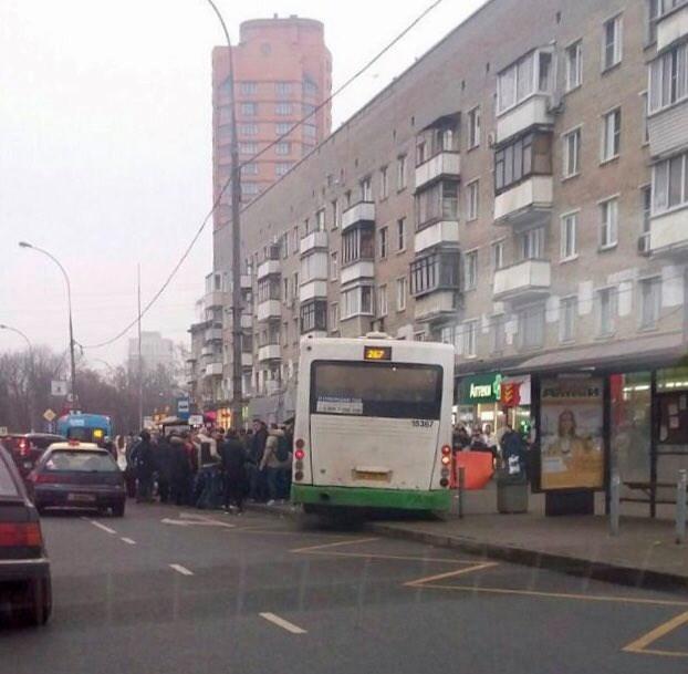 Трагедия произошла сегодня утром: автобус «влетел» в остановку, переполненную людьми