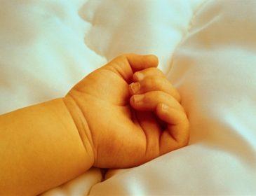 Вырезала ребенка из утробы: Женщина зверски убила свою беременную соседку, а младенца забрала себе