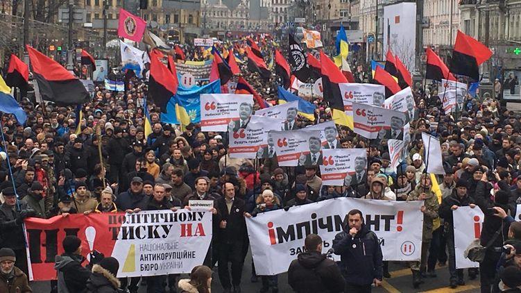 «Долой барыг и импичмент…»: Разъяренная толпа в Киеве прямо сейчас (Онлайн трансляция)