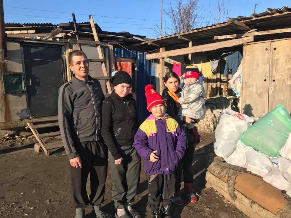 Вынужден работать за 1000 гривен: Супруги жили на свалке в импровизированной хижине