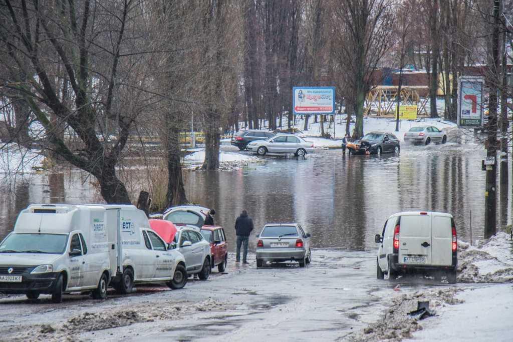 «Водителям приходилось выталкивать свои машины…»: Зима по — украински