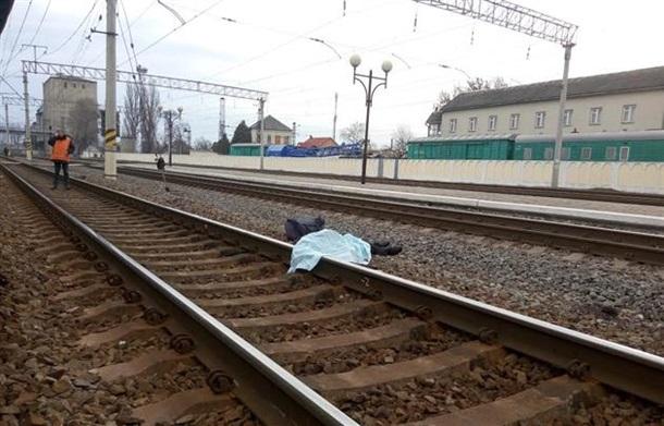 Погиб на месте: На Хмельнитчине поезд сбил мужчину