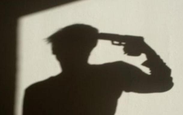 «Похоронил маму, а на следующий день получил письмо из банка»: Мужчина застрелился из самодельного пистолета, оставив 14-летнюю дочь