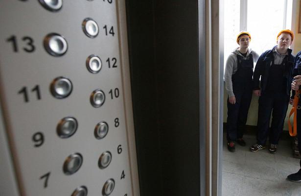 «Вывозили тело умершей женщины и…»: в доме упал лифт с пассажирами