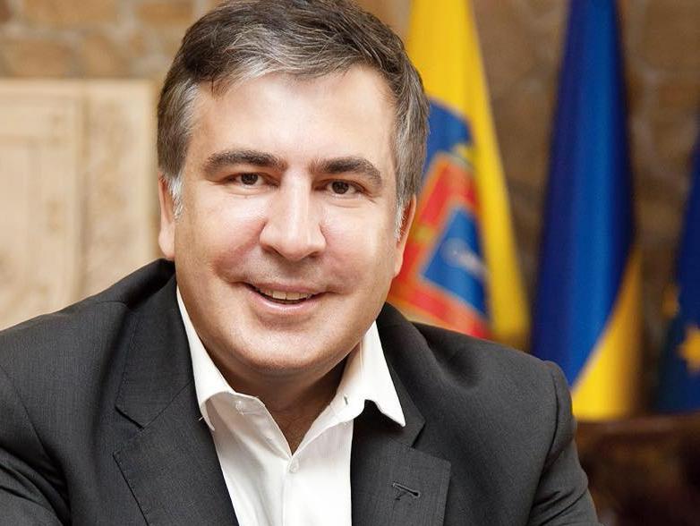 «Школьники это замечали и шутили над ним»: Соседка Саакашвили рассказала, каким он был в детстве и как к нему относились окружающие (ФОТО)