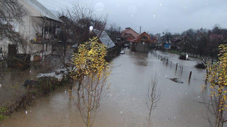 «Остаются подтопленными…»: Стало известно о последствиях непогоды на Закарпатье