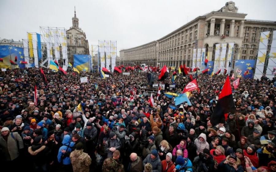 «Занимаем Верховную Раду или правительственные здания…»: Начались столкновения между Нацполицией и активистами Саакашвили (Прямая трансляция)