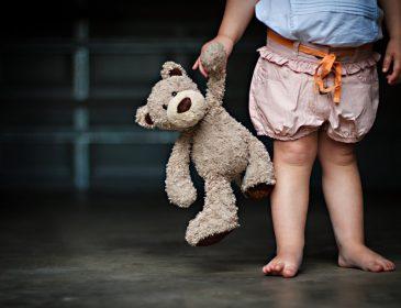 Где совесть? На Львовщине мать бросила своих троих детей на месяц, чтобы устроить личную жизнь