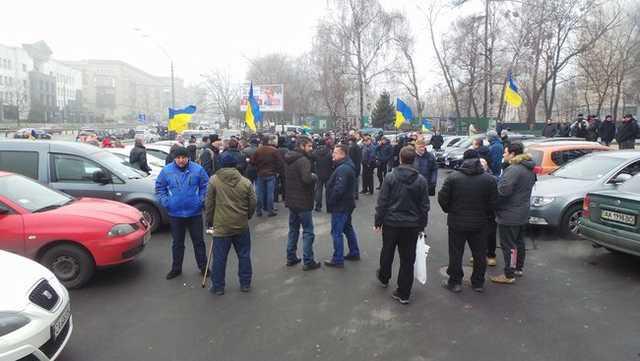 Работает спецназ: Что сейчас происходит у дома Луценко