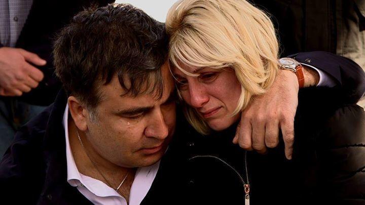 «А жена не ревнует»: Саакашвили застукали в элитном ресторане с неизвестной женщиной (Видео)