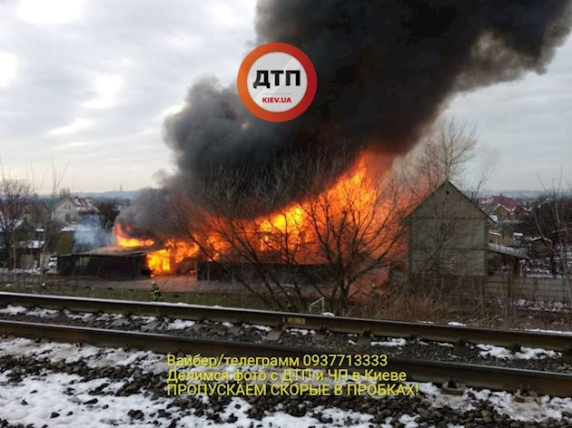«Огненный ад»: в Киеве произошел страшный пожар в жилом доме