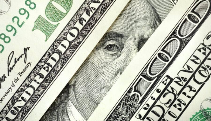 Бьет все рекорды: Курс доллара снова показал существенный рост