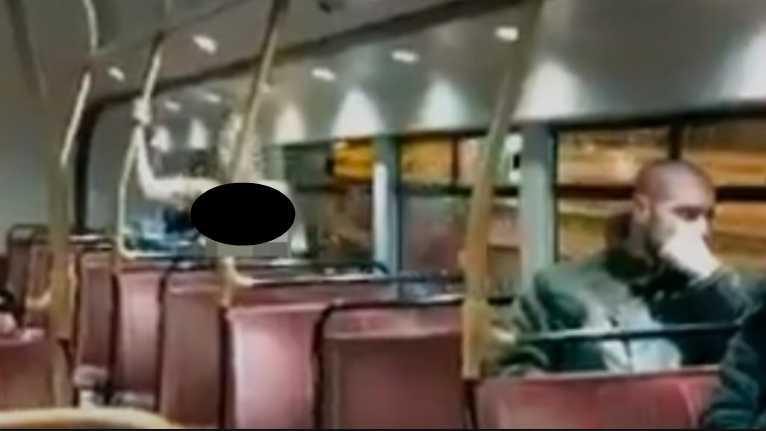 Пара занялась любовью прямо в общественном транспорте. То, что делали пассажиры удивляет